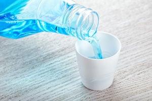 mundwasser-zum-entfernen-von-hornhaut-ueber-nacht